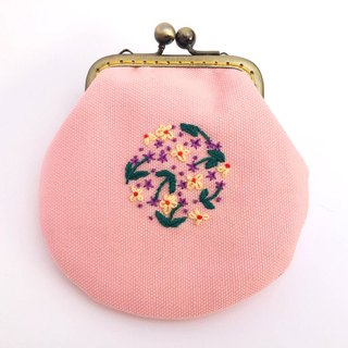 Embroidered flower gold small bag
