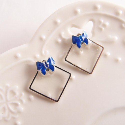 Shiny small ear [Cr0192-b] blue bow x x-ear earrings /// painless U-shaped ear clip, stainless steel, silicone ear acupuncture
