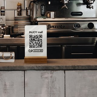 Table licensing customizable QR code  photo