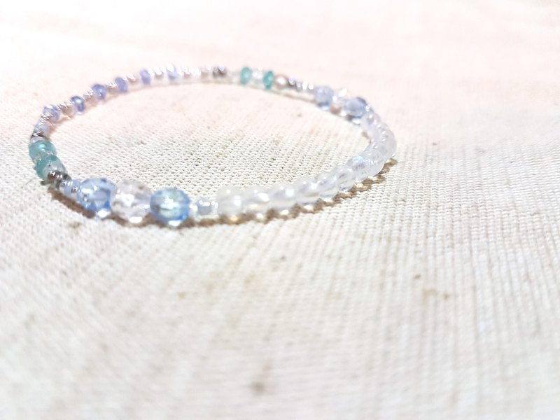 crystal in dearsharka || Blue Moonstone x White Crystal x Light Blue Apatite - Glitter Charm's Halo Charm