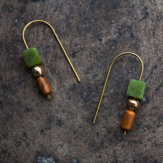 Muyu Peridot U-shaped earrings