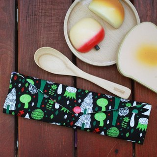 Wen Qing style green chopsticks bag ~ green starry sky black small white bear storage package. Forest. Green chopsticks bag. Hand made cutlery bag. Exchange gift. Environmental protection.