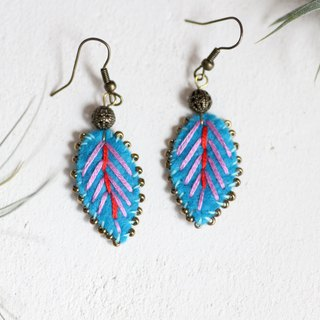 Turquoise earrings - Leaf motifs hand embroidered with an antique bead