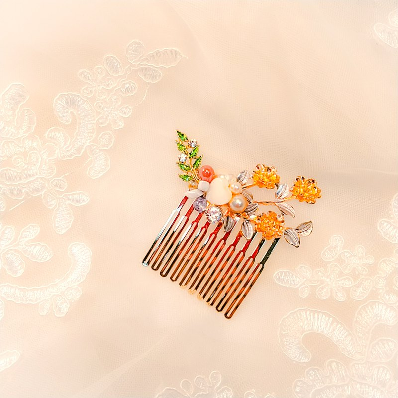 Wearing a happy pearl harbor series - bridal hair comb. French comb. Self-service wedding - opportunity