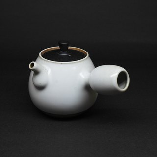 Run white glaze pear-shaped side of the two-color teapot hand pottery tea props