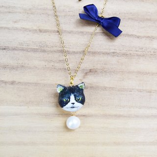 Black and white cat gold necklace