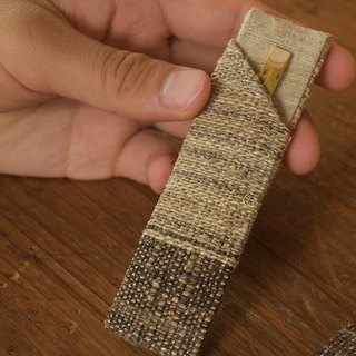 Confectionery cut of hand-woven cloth Sheath with black letters