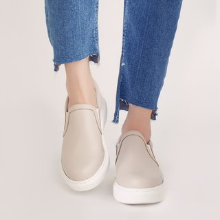Strolling in the clouds! Lightweight feather memory, comfortable lazy shoes, beige full leather, handmade in Taiwan