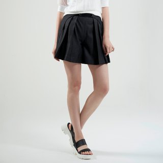Gray striped pleated shorts