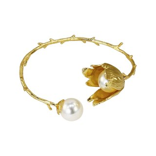 Flower chant. Branches brass pearl bracelet
