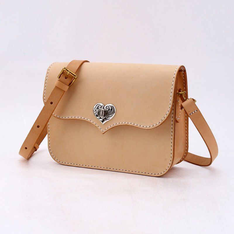 Pure hand dyed sewn tanned leather retro leather square bag saddle bag ladies shoulder bag heart twist original color