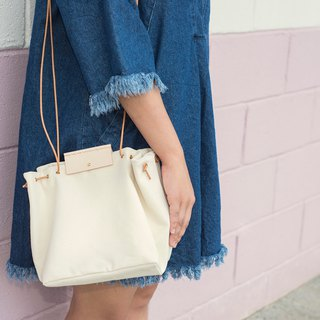 Salt-less Shoulder Bag (Cream)