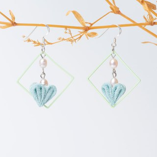 [蕾つぼみ] つまみ 工 / freshwater pearls and wind cloth flower heart-shaped flower bud earrings (light green)
