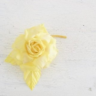 Corsage M · Rose (yellow)