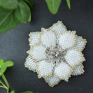 Beaded Flower Brooch (White)
