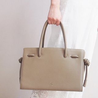 Gwynn Leather Handbag in Mushroom Color