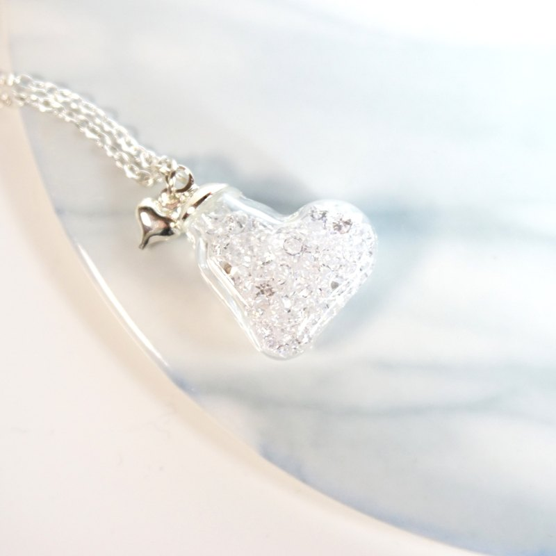 A Handmade heart-shaped white crystal glass necklace
