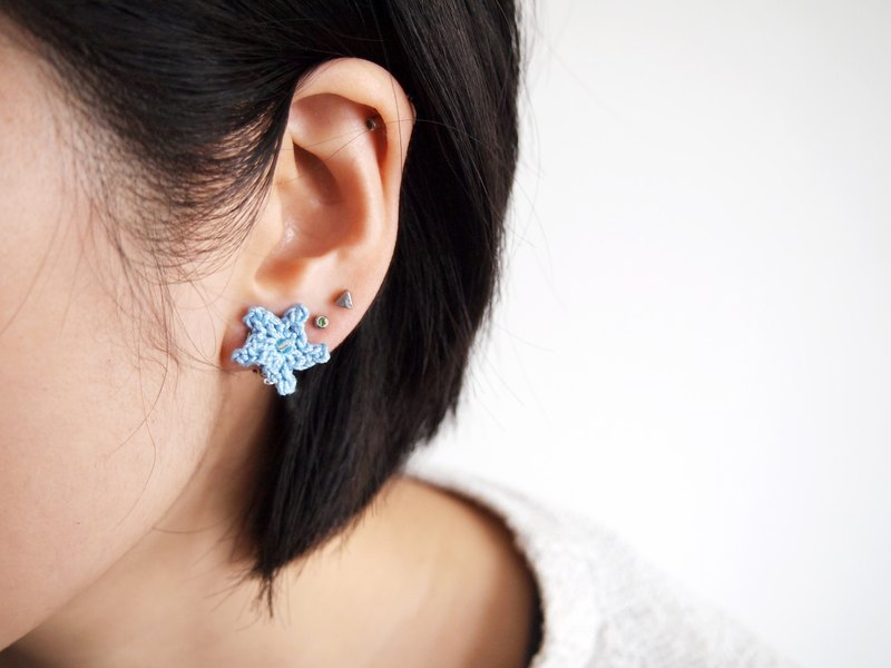 Handcrafted crochet blue starfish earring BE064