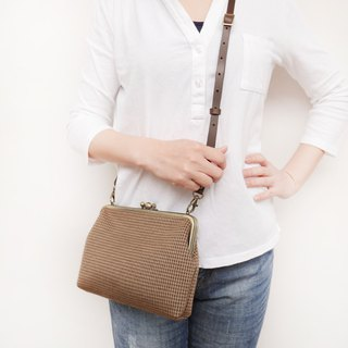 A Fei two large shoulder bag / mobile phone bag / mouth gold bag [made in Taiwan]