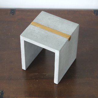 Mini cement pedestal