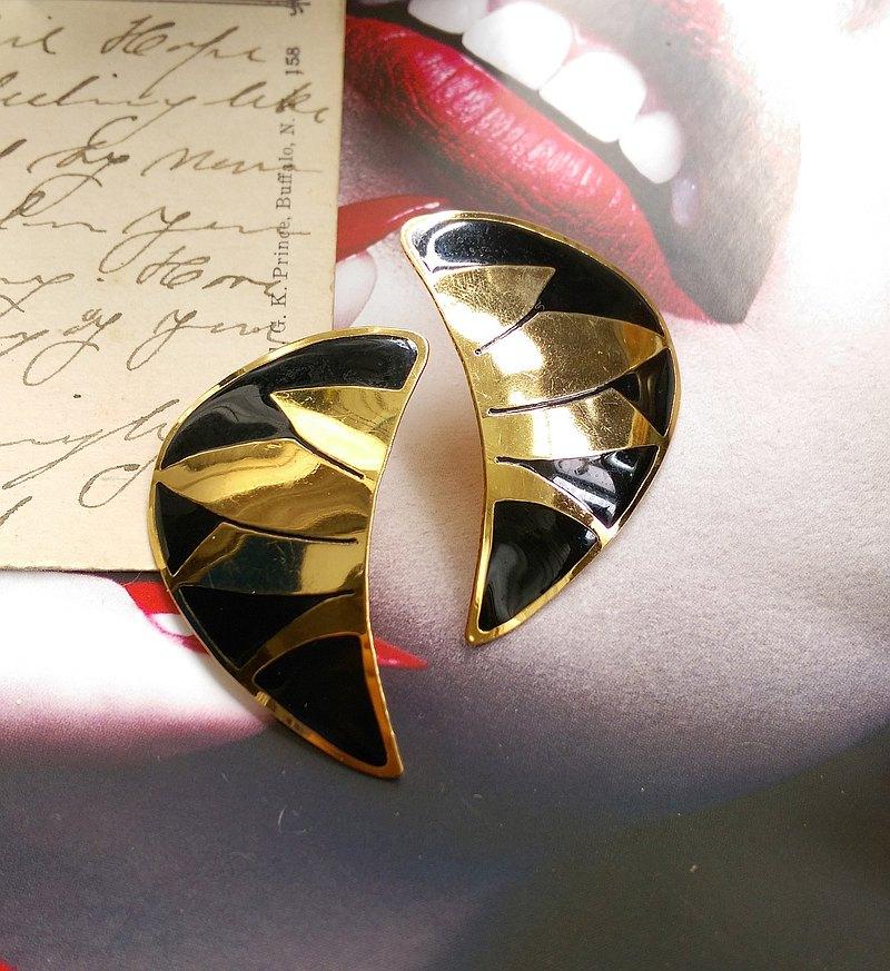 西洋古董飾品。L BOTT 黑羽 針式耳環