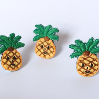Cute food series I pineapple small players I embroidery heart pin deduction needle brooch pin