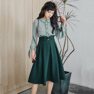 [Set] autumn women's 2018 new literary antiques small girl decorative buckle skirt suit