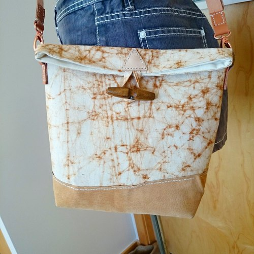 Tie-dyed khaki stitching leather messenger bag / oblique backpack