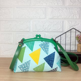 Green geometric triangular gold bag oblique backpack cornice