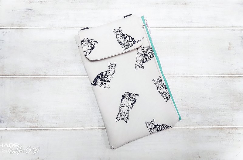 Beige hand-painted wind cat mobile phone bag - lightweight cross-body bag