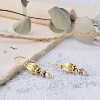 Handmade earrings in brass with pearl , Lily of the valley