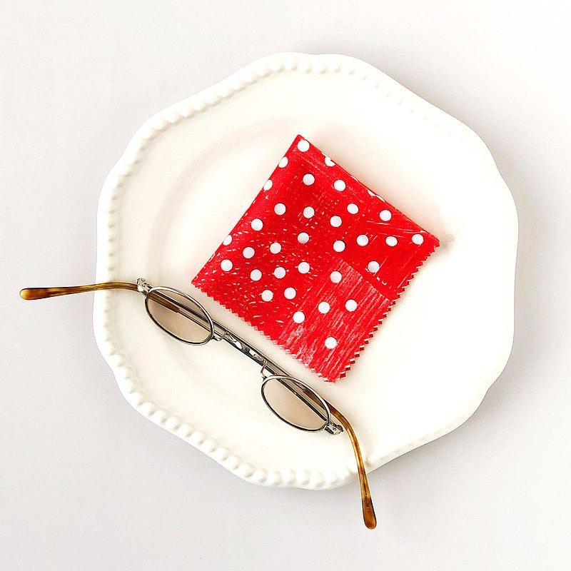 [dots_red]隨機點/紅色・ ・ ・擦拭眼鏡