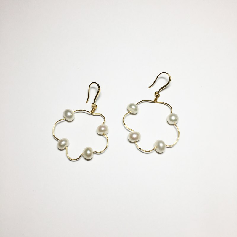 Floating Pearl Earrings - White Pearl