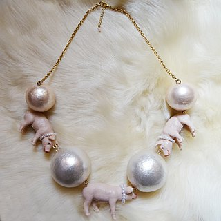 3 pigs x big pearl necklace