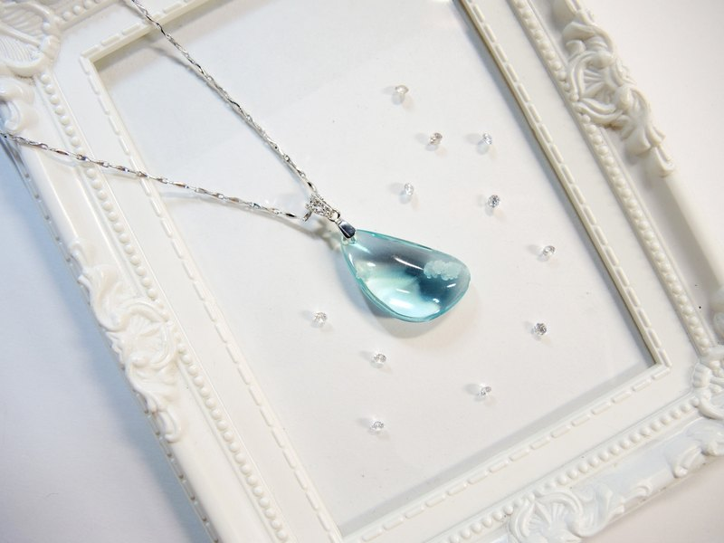 """Ice Crystal ice"" elegant sea-blue glass necklace - mysterious crescent -N9"