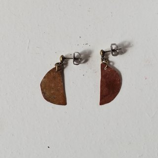half moon pierced earring (burnet copper)
