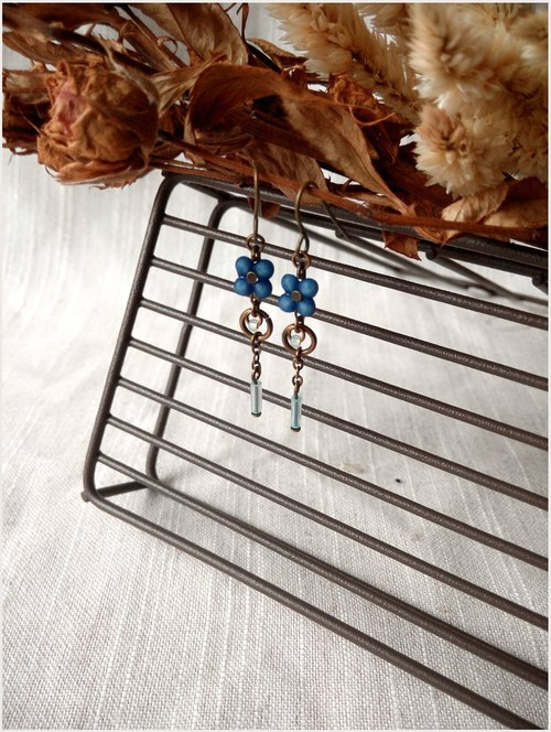 Simple classical four flower floral earrings classical blue can be changed folder four four leaves