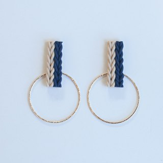 Knit and hoop earrings / earrings / navy · beige
