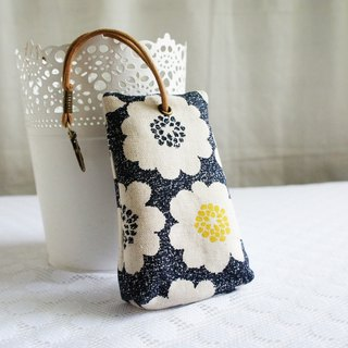 Lovely [Japanese cloth] flower three-dimensional tea bag zipper key bag, ID card available, black