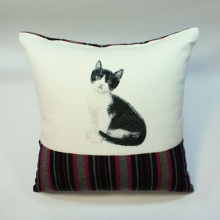 Embroidery pillow cover 01- big black and white cat