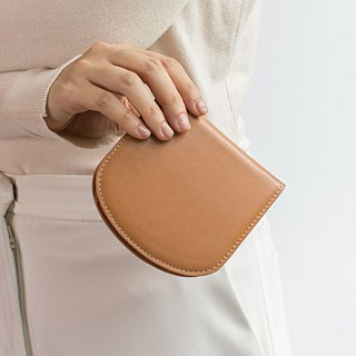 "''Arch"" slim wallet in latte"
