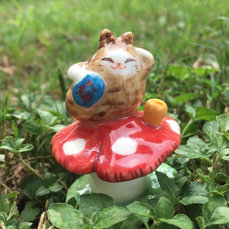 手作動物瓷偶-蘑菇上的橘貓小妖精
