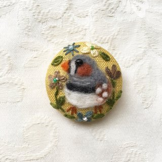 brooch of zebra finch