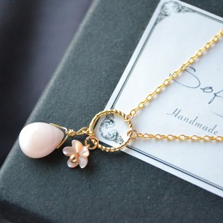 Oyster Shell Flower Gold Necklace