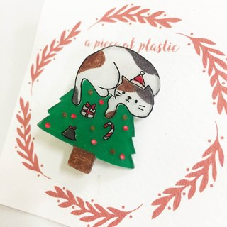 The cat climbed the Christmas tree brooch