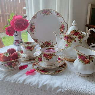 Anne Antiquarian British bone china - royal arbat royal Albert 22k gold-plated rustic rose cup three pieces ~ stock new