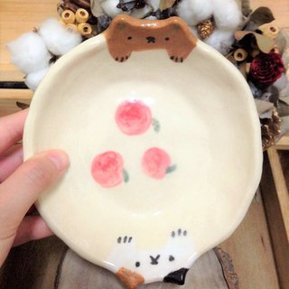 Hide and seek - hand-painted apple pussy dish