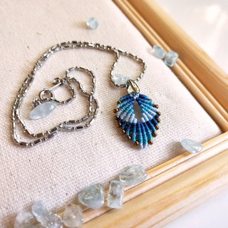 N007- hand-woven leaf necklace blue gradient small leaf