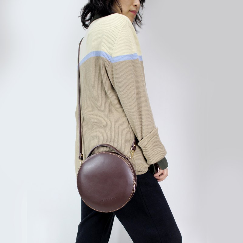 Zemoneni unisex leather shoulder bag and hand carry