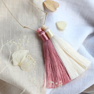 14 kgf-Silky tassel necklace (adjustable chain) mauve pink × off white